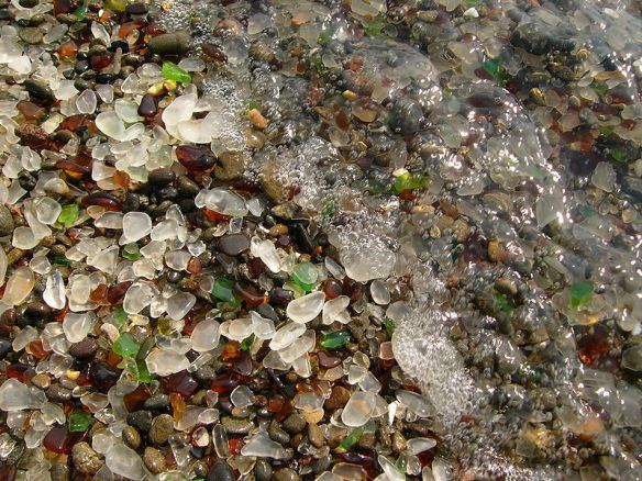 800px-Glass_Beach_Fort_Bragg_2